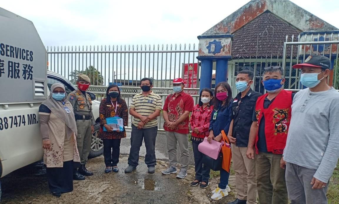 KJRI Kuching Malaysia dan Dinas Sosial PPPA dan KB Landak memulangkan Jenazah TKI asal Desa Angkaras